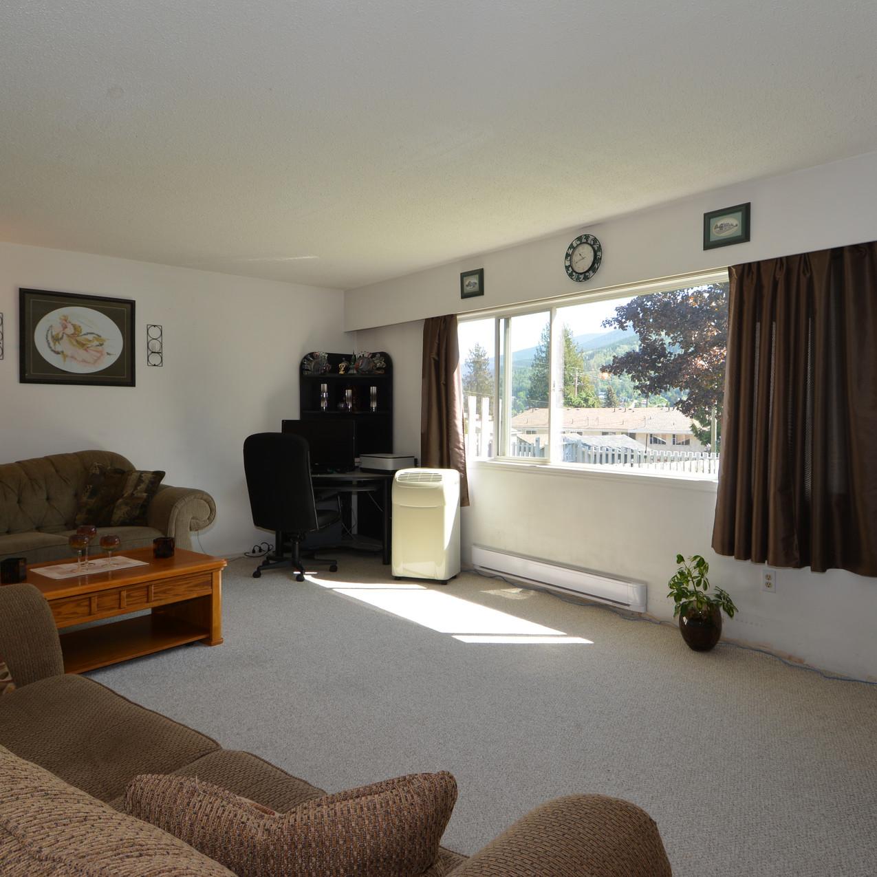 Nelson Real Estate 409 West Richards Street Living Room