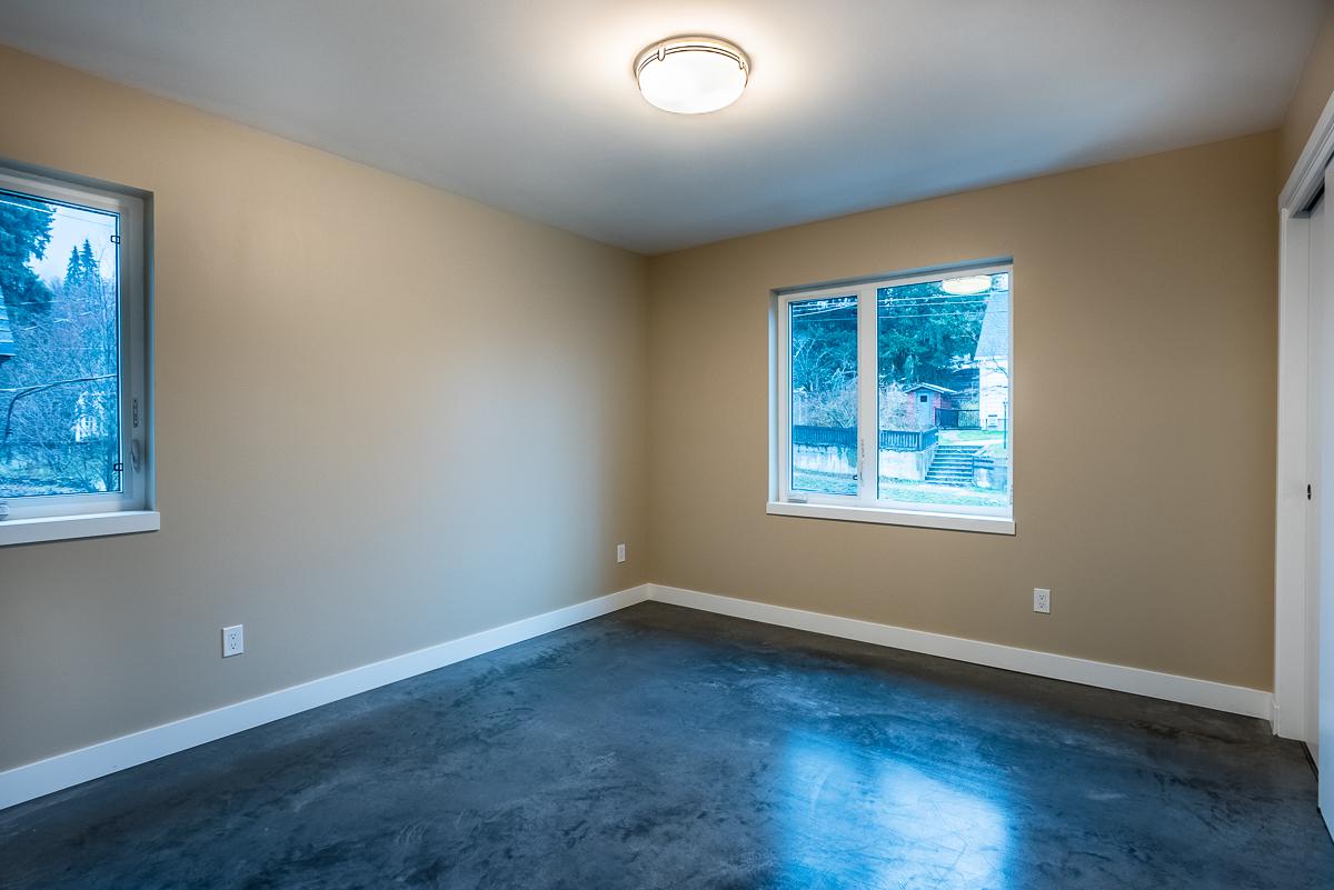 Second Bedroom: 11'0 x 10'9