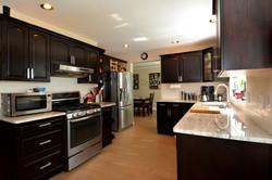 Kitchen: 9'8 x 12'