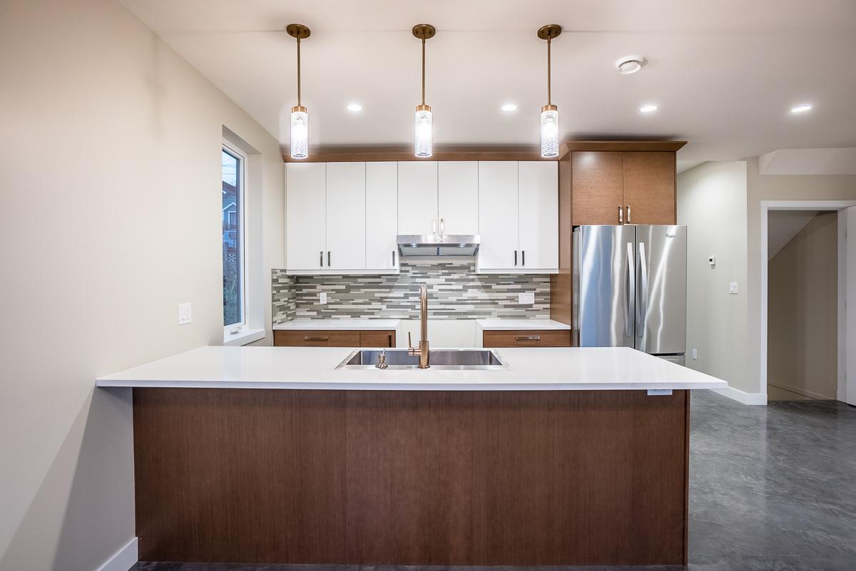 Kitchen: 8'7 x 11'2