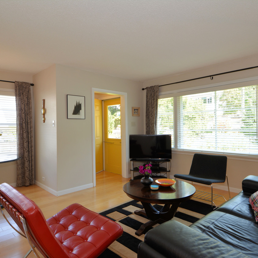 705 Sixth Street Living Room (6)