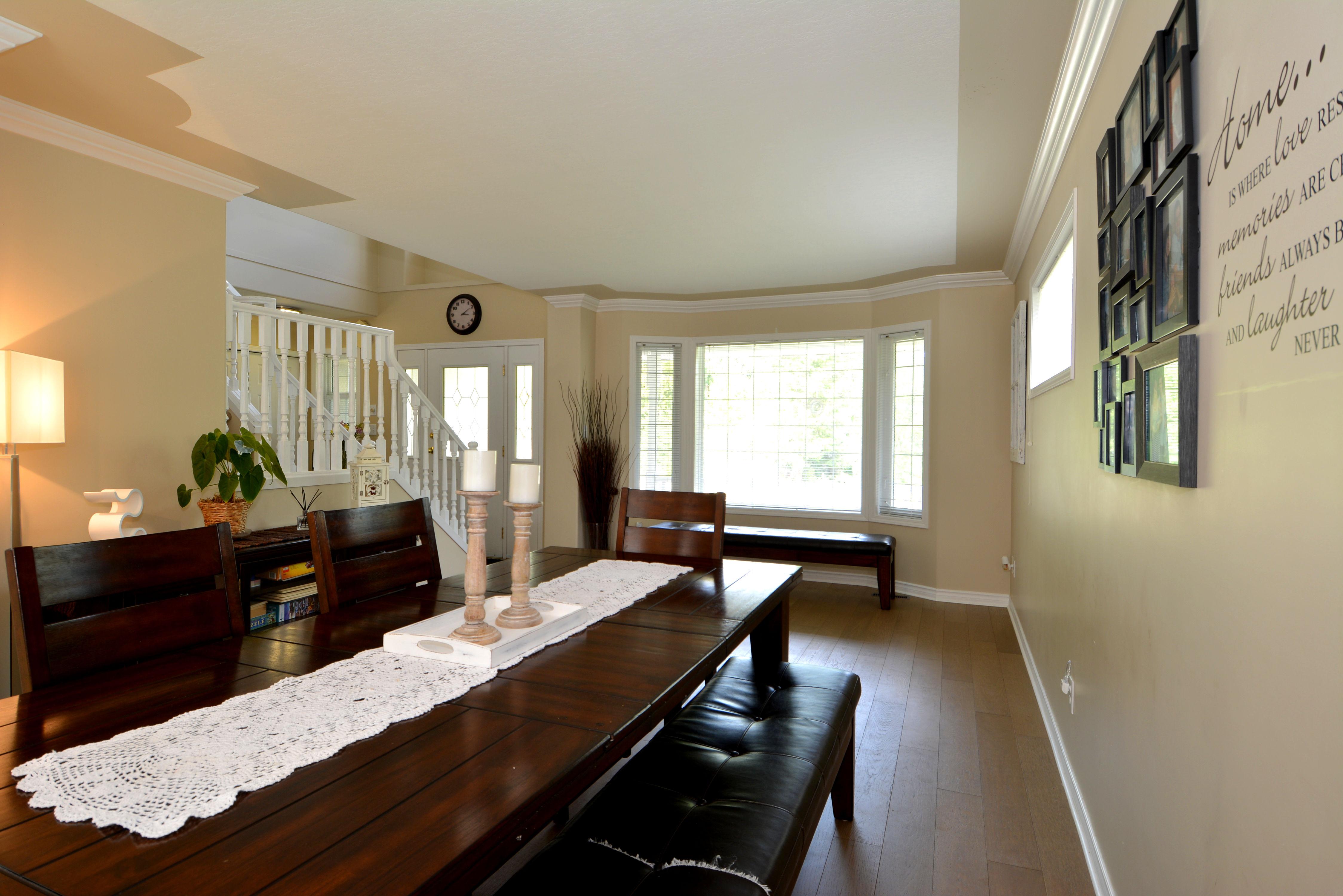 Dining Room:  10' x 12'
