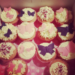 """Pretty in pink"" cupcakes"