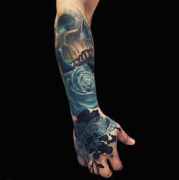 Chris_Hautundliebe_Tattoo_Skull_Rose.jpg