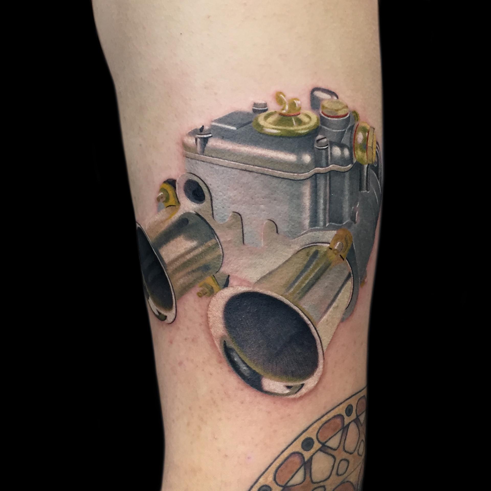 Chris_Hautundliebe_Tattoo_Vergaser.jpg