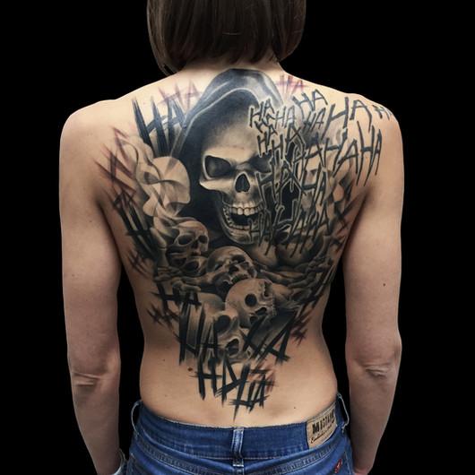 Chris_Hautundliebe_Tattoo_Skulls_Fullbac