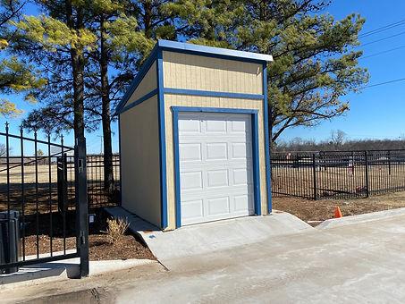Garage Pic 1.jpg