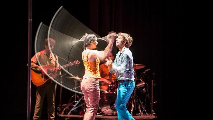 Cirque plume: Tempus Fugit?