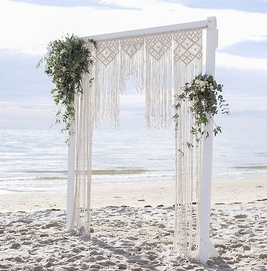 Single arbour with macrame curtain