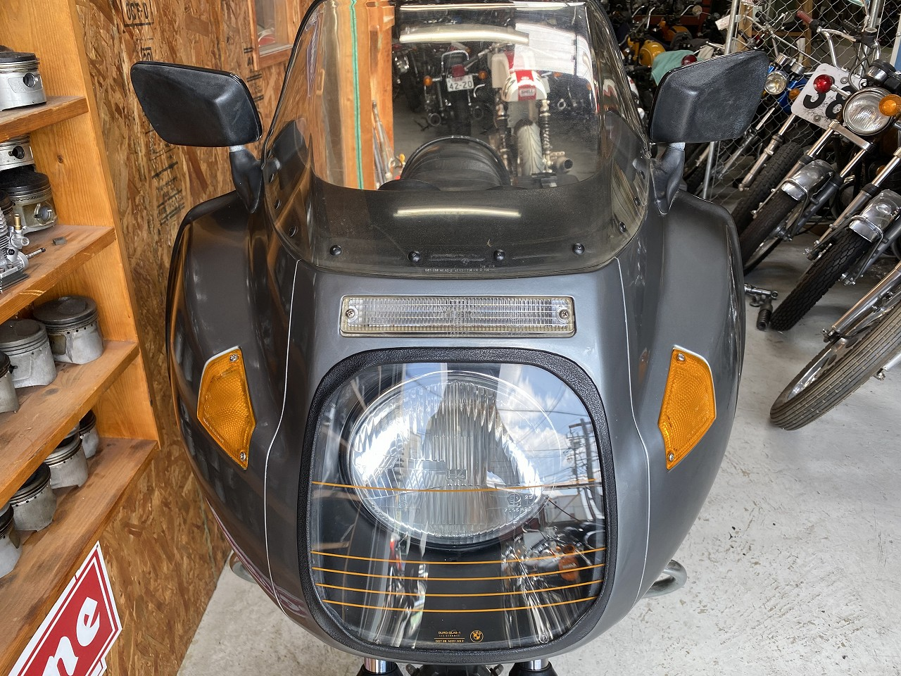 R100RS-05