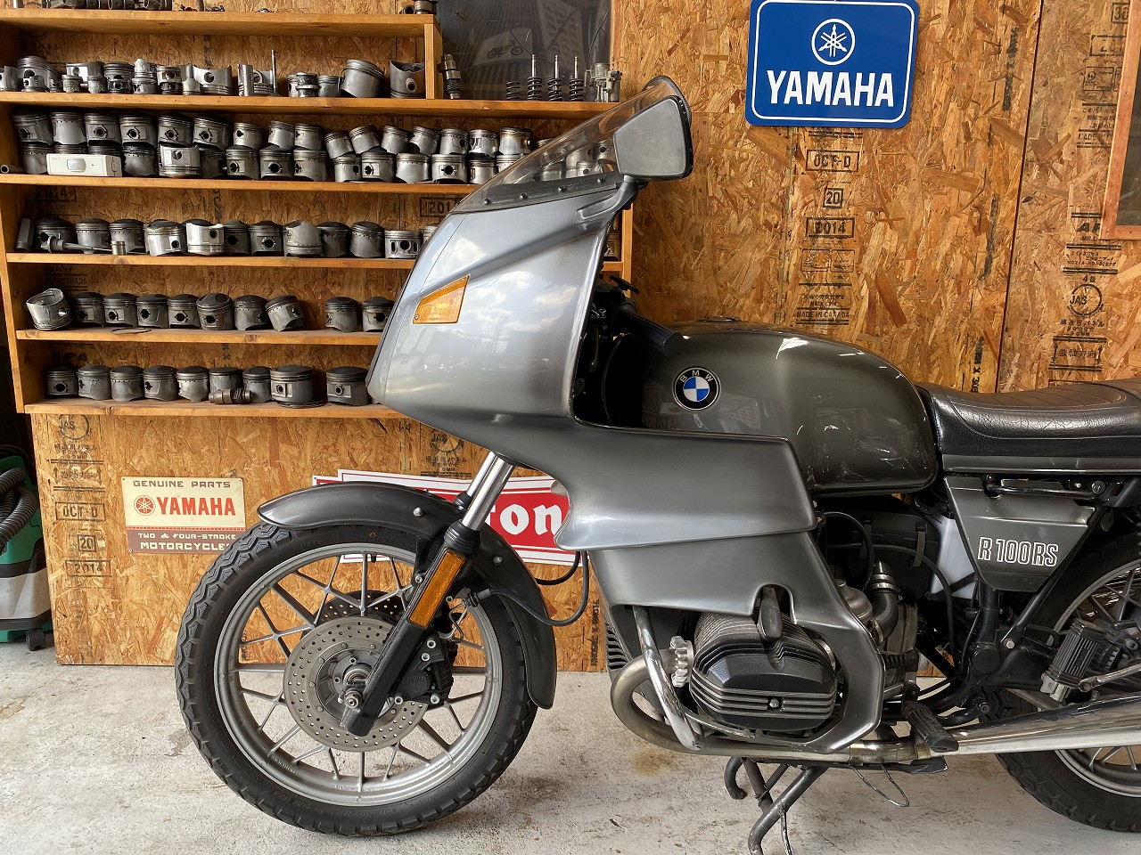R100RS-27