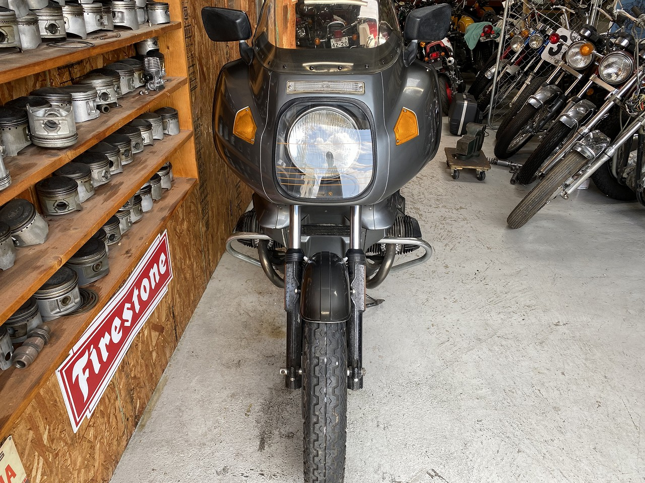 R100RS-03