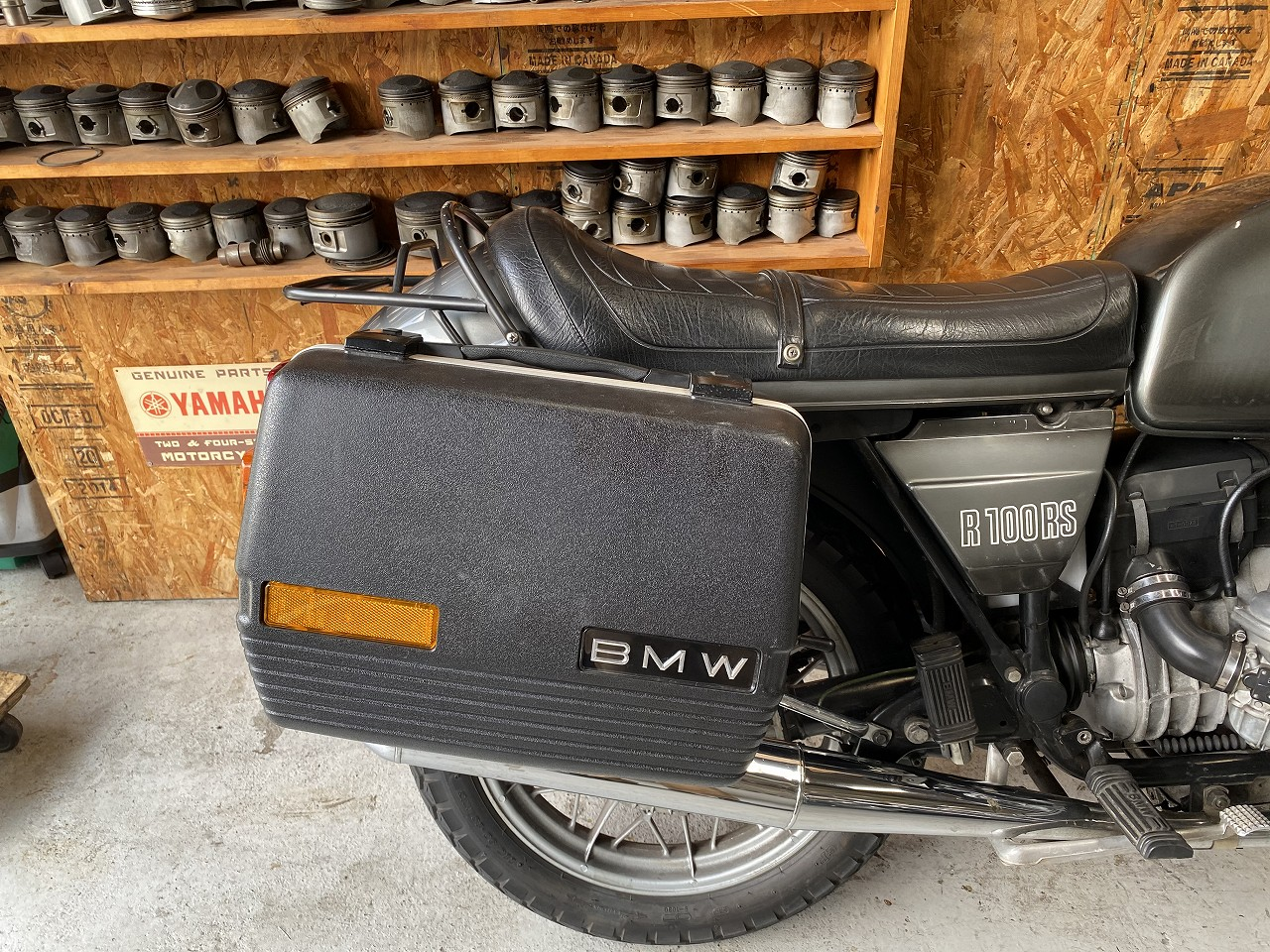 R100RS-33