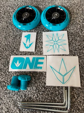BLUNT ONE COLOR PACK ( 2 x 100mm wheels, bar ends, stickers & base