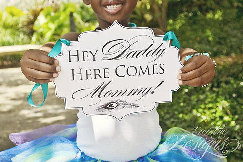 Here Comes Mommy! - Photography Prop / Sign