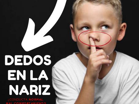 Dedos en la nariz, ¿conducta normal, mal comportamiento o ansiedad?