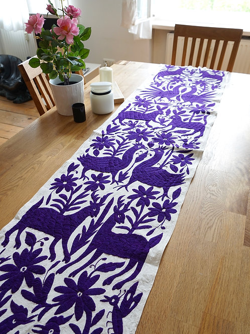 Otomi table runner Enamorados