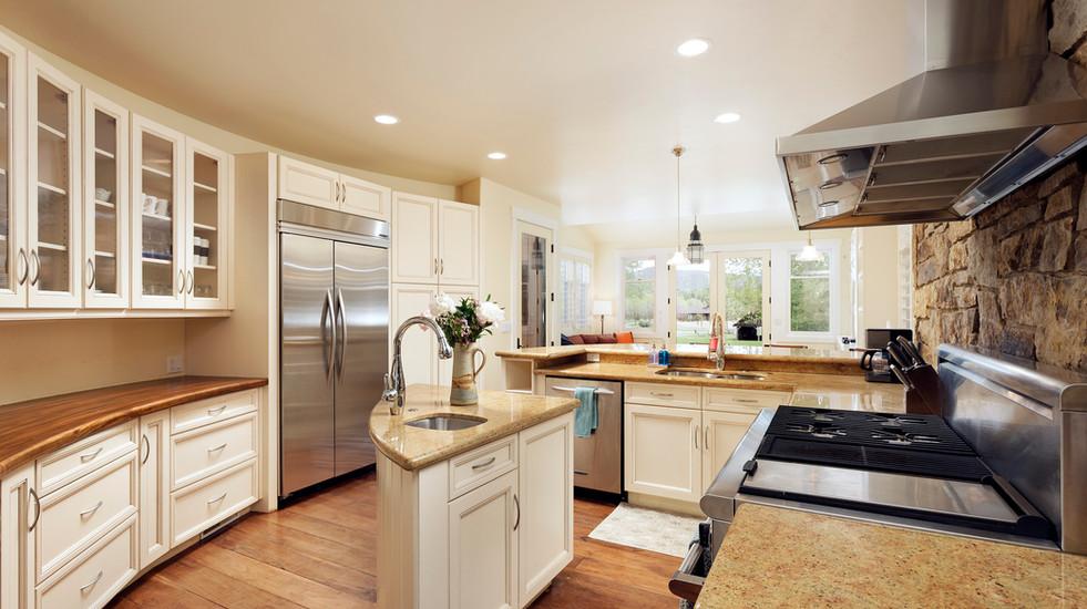Gorgeous, fully-stocked kitchen.