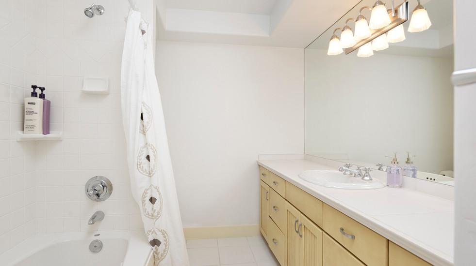 Downstairs ensuite guest bathroom