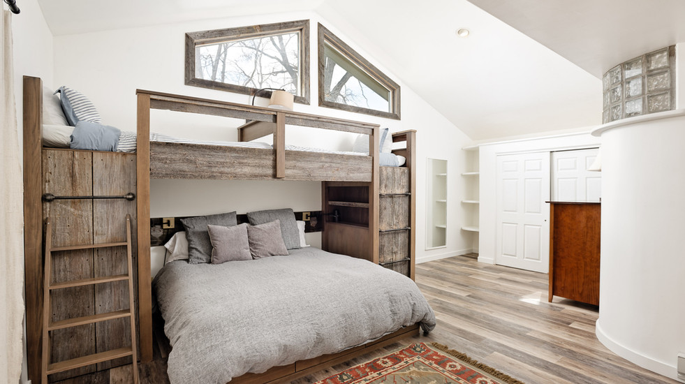 Master Bunkroom with space for four!
