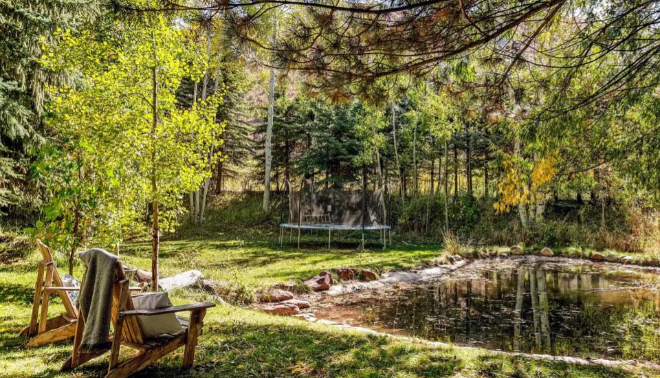 There is a private pond located in the backyard that is filled during summertime.  Please note: trampoline is no longer available and is not for guest use.