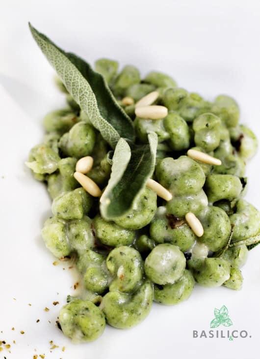 Gnocchetti al basilico con pinoli