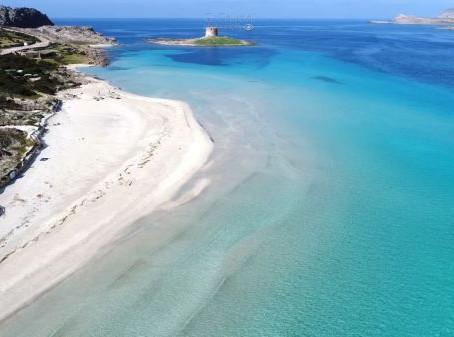 In Sardegna il via al numero chiuso con ticket in una spiaggia molto famosa