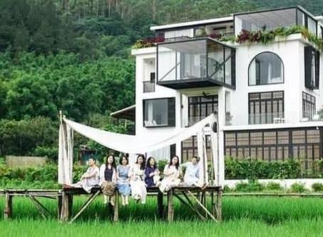 Amiche da 20 anni acquistano una villa per vivere assieme