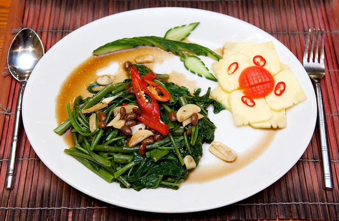 133. PAD PAK KOM Spinach &  Yellow Bean.