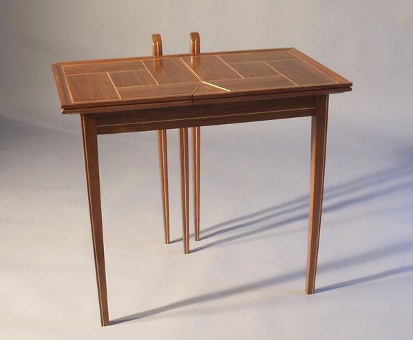 Cornwall Expandable Table