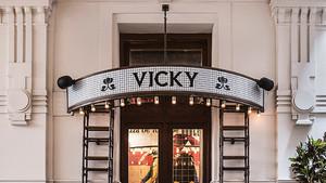 VICKY BARCELONA BUDAPEST