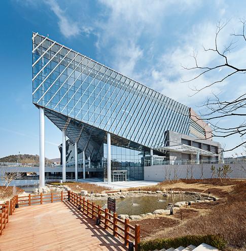 [경주 화백컨벤션센터]  Gyungju Internation Convention Center  Client: KHNP, Gyungju city  Program: Conference room, Convention, Exhibition, Community Facilities  Scale: 33,655 sqm  Status: competition 1st prize/ built