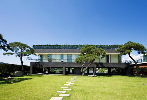 Floating House, yangpyung   Client: personal  Program: Living house  Scale: 330 sqm  Status: built