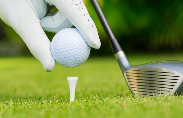 Gros-plan-sur-balle-de-golf- -630x405- -