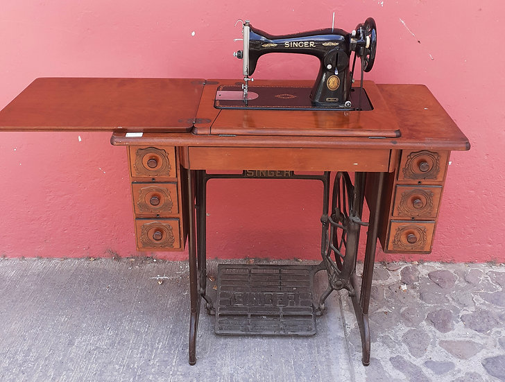 Post War Singer, 15-J, Cabinet and Machine in V.G. Condition
