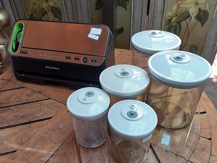 Food Saver Model V4420, w/ 5 canisters & roll of bags