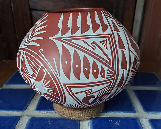 "Oscar M. Quesada,  signed Mata Ortiz Pottery,  7"" diameter"