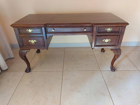 Lexington-Queen-Anne-executive-Desk