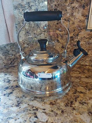 Le Creuset Stainless Whistling Tea Kettle, 1.7 qt.