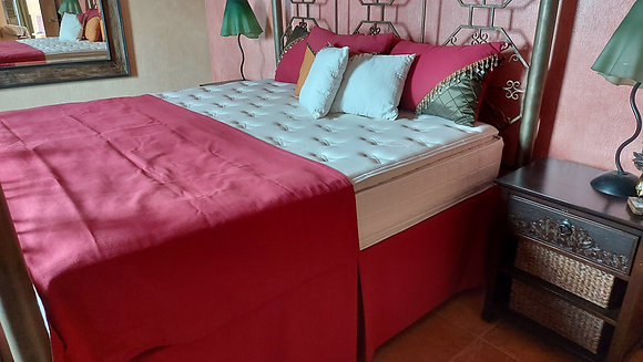 King Size Decorative Bed Coverings: 5 Pillows, Dust Ruffle & Bed Scarf