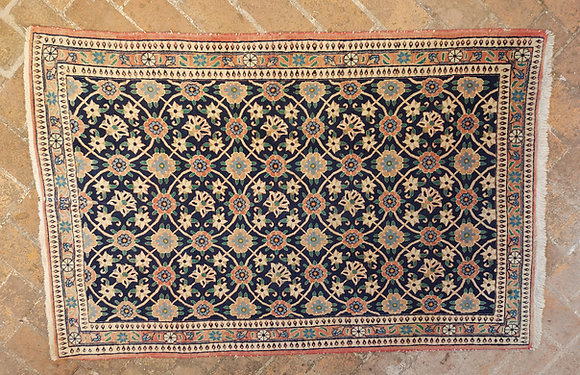 Varamin-rug-iran-Minakhani-motif