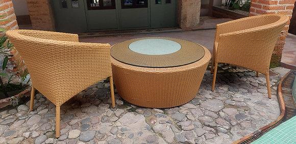 Wicker Patio Set: 2 Chairs & Cocktail Table, Rattan de Guadalajara
