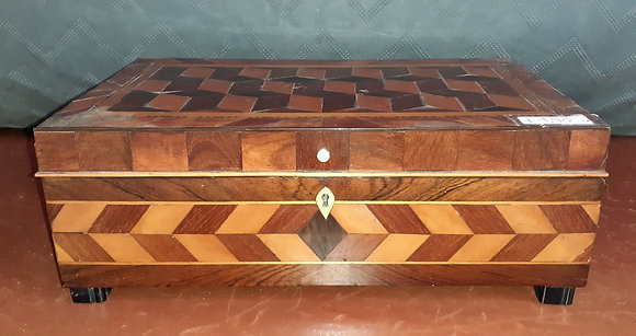 Marquetry-Sewing-Box-Tumbling-Block-Pattern.html