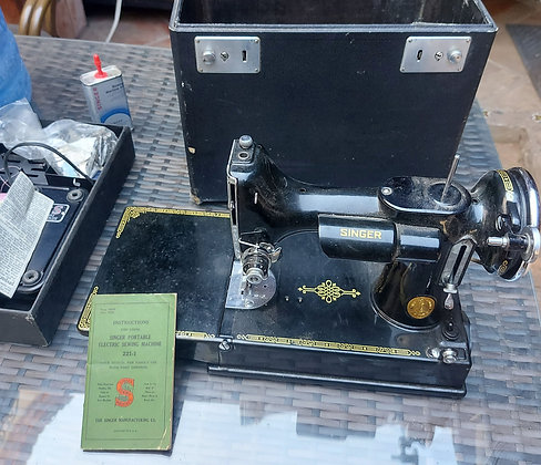 Singer-featherweight-model-221-sewing-machine