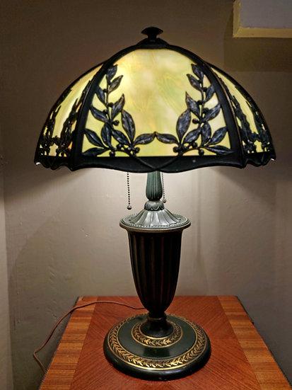 bradley-hubbard-slag-glass-lamp-antique