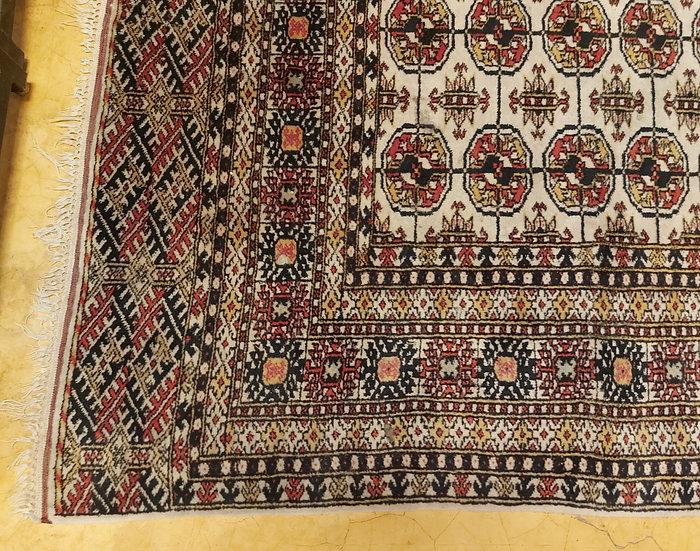 "Pakistani  ""Bukhara"",  Modern Rug,  6' 3"" by 4' , Ex. Condition"