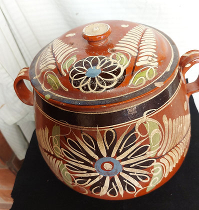 Vintage-clay-bean-pot-tlaquepaque-decorated