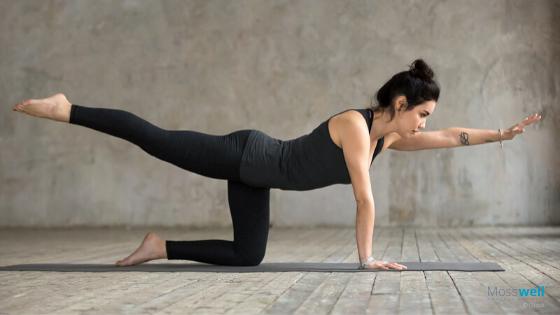 Vierfüßlerstand mit Strecken und Ziehen Yoga Übung