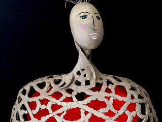 The big heart of women: Ceramic sculptures in paper clay by Roberta Barlati
