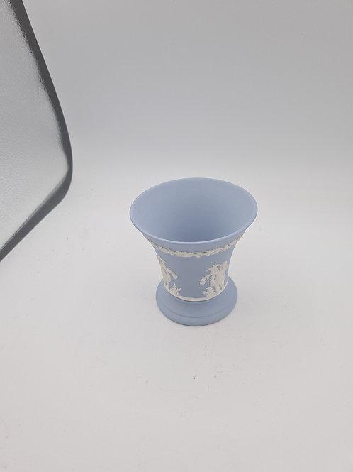 Small Wedgwood vase (N1)